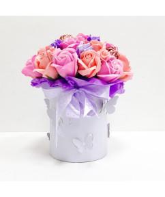 Микс роз в светло-сиреневом цилиндре