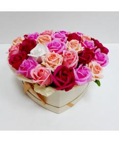 Микс нежных роз в коробке-сердце