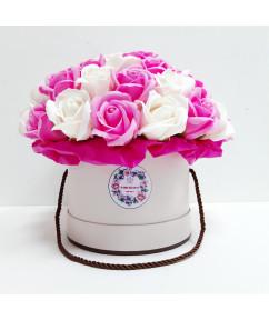 Розы в нежно-розовом цилиндре