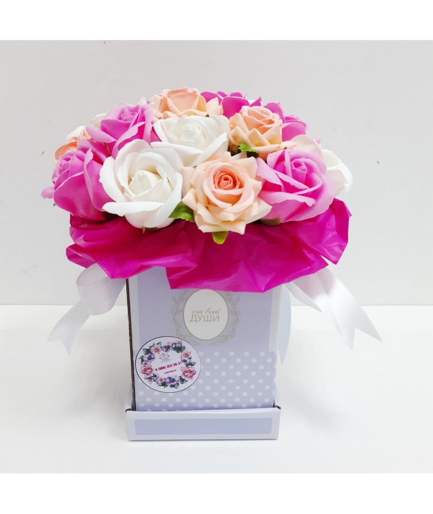 Микс роз в голубой коробочке